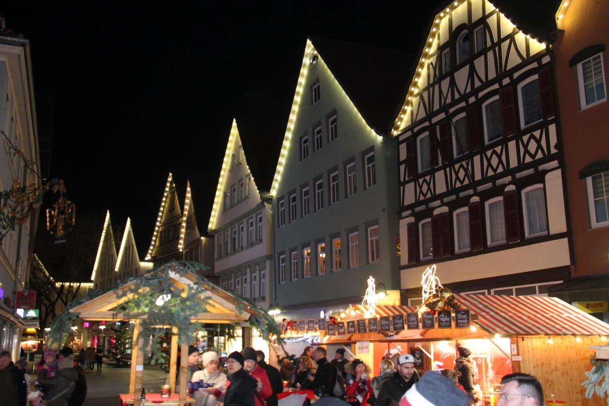 Wann Beginnt Der Weihnachtsmarkt In Stuttgart.Welt Weihnachts Markt In Bad Cannstatt Welt Weihnachtsmarkt